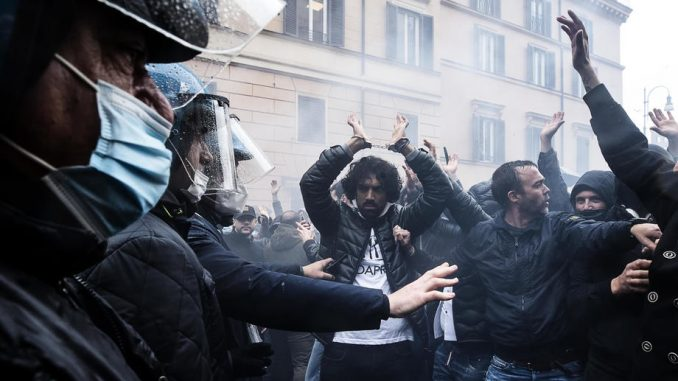 U Rimu policija sprečila protest vlasnika zatvorenih lokala ispred parlamenta 4