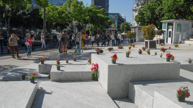 SSP 'oslobodila' beogradski Cvetni trg od betona, postavila saksije s cvećem 3