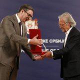 Kakvu je poruku Vučić poslao odlikujući Handkea? 10