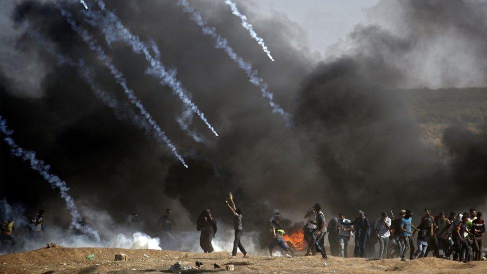Ispaljivanje suzavca na demonstrante na granici Izraela i Gaze