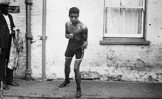 Spot, boks i rasizam: Len Džonson - borac sa 93 pobede koji nikada nije mogao da postane šampion Velike Britanije 4