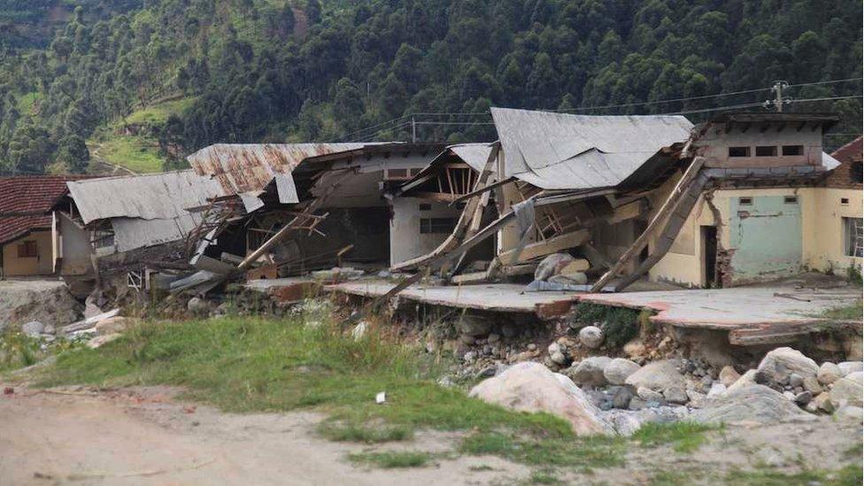 Uništene kuće nakon poplava