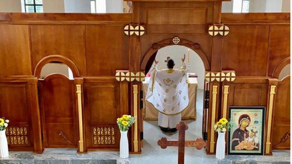 u crkvi