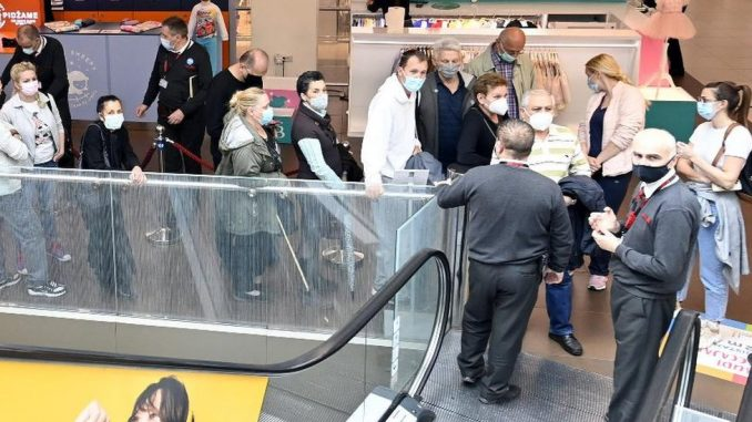 Korona virus i vakcinacija u Srbiji: Od vola na ražnju, preko uskršnjih bonusa i vaučera, do 3.000 dinara 4
