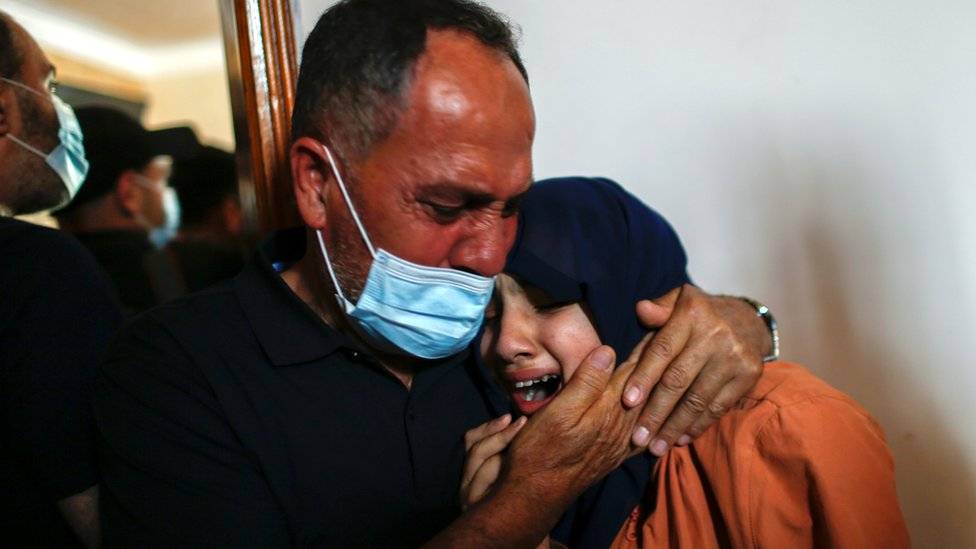 Relatives mourn Hussein Hamad, a Palestinian boy killed in the Gaza Strip (11 May 2021)
