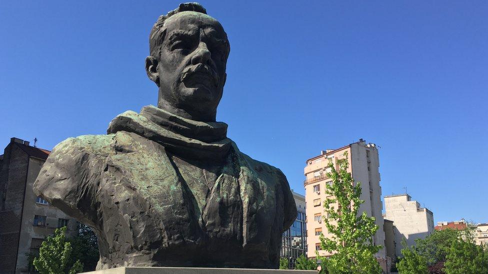 Spomenik Dimitriju Tucoviću u centru Beorada
