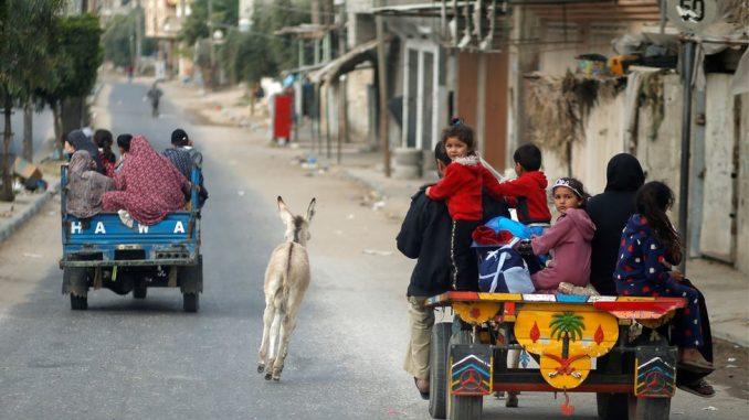 """Izrael, Palestina i nasilje: Izraelci pojačavaju napade u Gazi, Hamas preti """"surovom lekcijom"""", ljudi beže iz pogranične oblasti 3"""