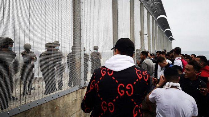 Migranti i izbeglice: Kriza na pomolu - više od 6.000 ljudi kuca na vrata španske teritorije u Africi 3