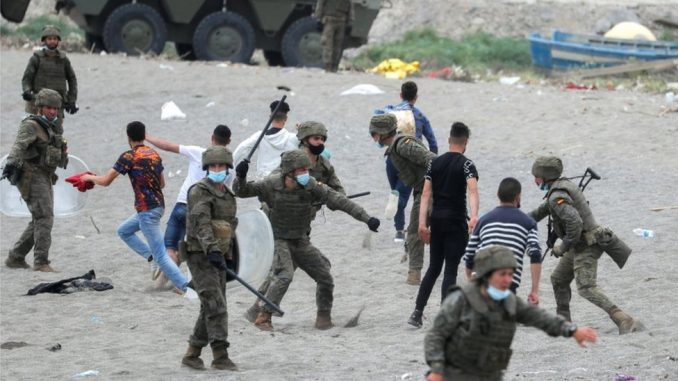 Migranti i izbeglice: Više od 6.000 ljudi u danu ušlo na špansku teritoriju u Africi, vojska intervenisala 3