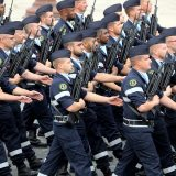 Francuski vojnici ponovo upozoravaju na građanski rat 14