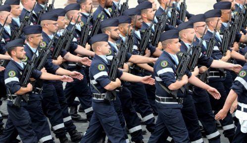 Francuski vojnici ponovo upozoravaju na građanski rat 5