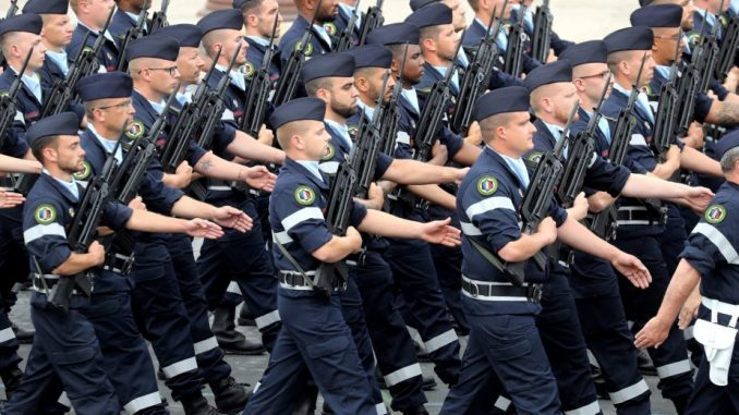 Francuski vojnici ponovo upozoravaju na građanski rat 4