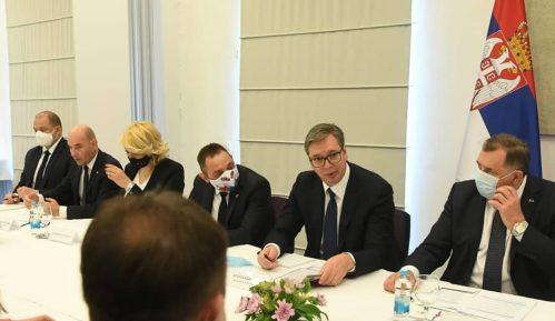 Vučić najavio više od deset miliona evra pomoći sa Kozarsku Dubicu, Kostajnicu, Nevesinje i Drvar 8