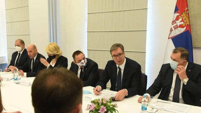 Vučić najavio više od deset miliona evra pomoći sa Kozarsku Dubicu, Kostajnicu, Nevesinje i Drvar 5