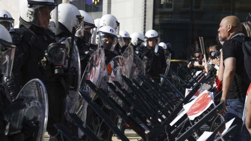 Koškanje policije i demonstranata u Briselu na protestu zbog epidemiolških mera 1