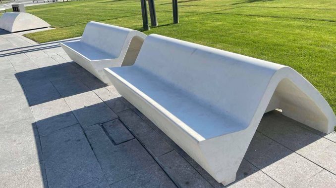Vesić: Moderni mobilijar će dodatno osavremeniti Savski trg 3
