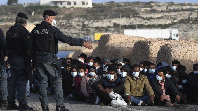 Na italijanskom ostrvu povećao se broj novodošlih migranata na 2.100 4