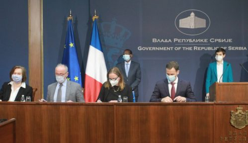 Potpisani ugovori za zajmove za klimatske promene i modernizaciju železnice u Srbiji 6