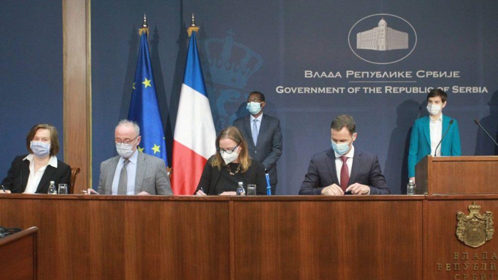 Potpisani ugovori za zajmove za klimatske promene i modernizaciju železnice u Srbiji 1