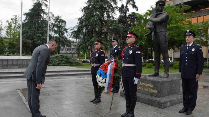 Vulin odao poštu policajcima poginulim 1981. u okršajima sa Albancima u Donjem Prekazu 4