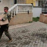 I američki vojnici delili paketiće u srpskim enklavama na Kosovu 14