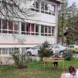 Dečak skočio kroz prozor škole u Kruševcu, polomio noge 3