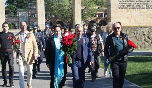 """Ambasador Rusije položio cveće na spomenik """"Večna vatra"""" 14"""