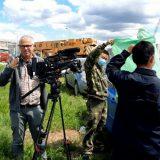 """Obezbeđenje fabrike """"Linglong"""" pokušalo da spreči holandske novinare da snime izjavu aktiviste Građanskog preokreta (VIDEO) 13"""