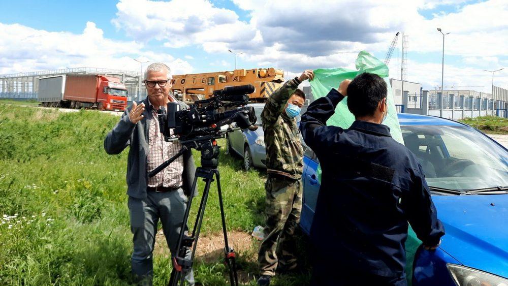 """Obezbeđenje fabrike """"Linglong"""" pokušalo da spreči holandske novinare da snime izjavu aktiviste Građanskog preokreta (VIDEO) 1"""