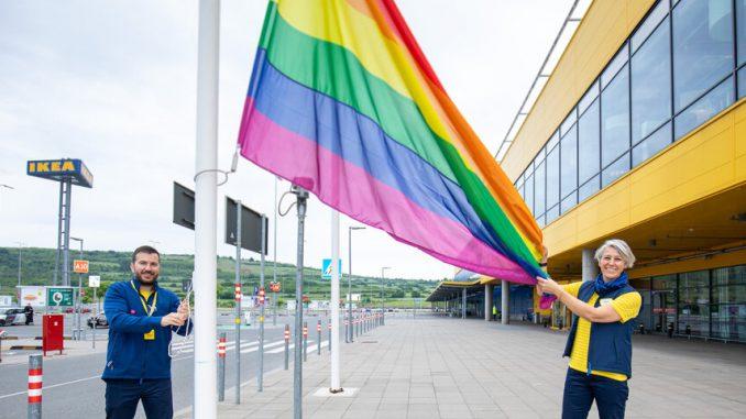"""U znak podrške LGBT+ pravima, IKEA Srbija podigla zastavu duginih boja i pokrenula kampanju """"Ljubav živi i izvan četiri zida"""" 16"""