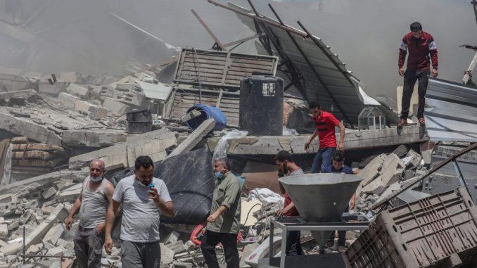 U izraelskim udarima na Gazu srušena šestospratnica, gađane kuće komandira Hamasa 3