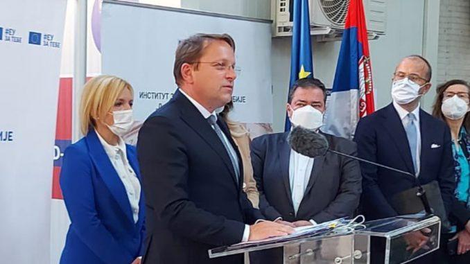 Varhelji i Joksimović obišli Batut: Srbija od EU dobija 36.000 doza vakcina 5