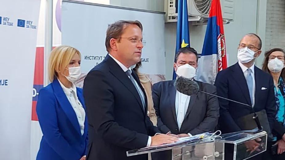 Varhelji i Joksimović obišli Batut: Srbija od EU dobija 36.000 doza vakcina 1