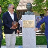 Otkrivena spomen-bista Hugu Buliju koji je doneo prvu fudbalsku loptu u Beograd 4