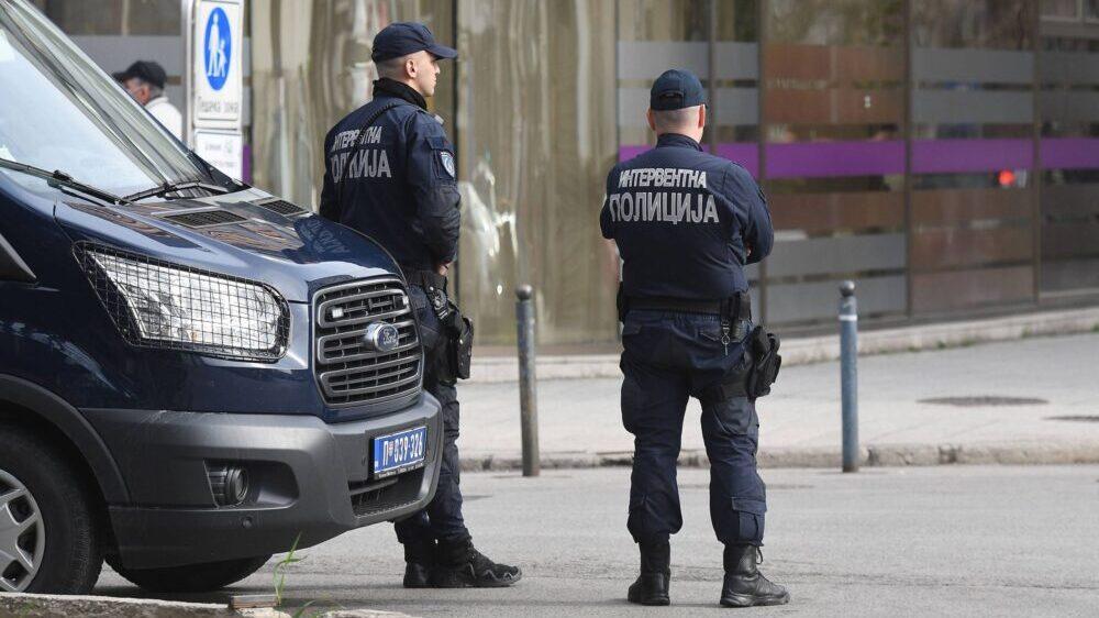 Policija: Zaplenjeno 14 kilograma marihuane, vagica i pištolj, u stanu u Krnjači 1
