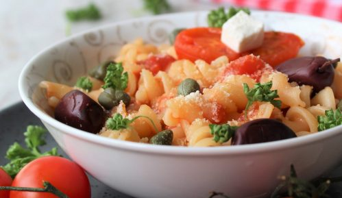 Recept nedelje: Pasta sa feta sirom i čeri paradajzom (Baked feta pasta) 15