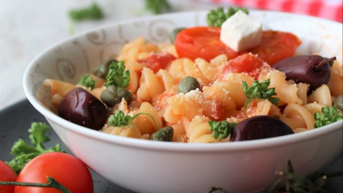 Recept nedelje: Pasta sa feta sirom i čeri paradajzom (Baked feta pasta) 4