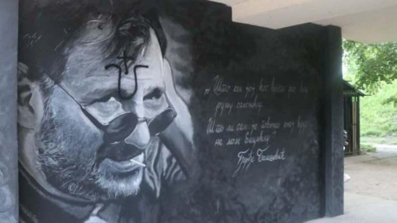 Ustaškim obeležjem oskrnavljen mural posvećen Đorđu Balaševiću na Limanu (VIDEO) 1