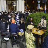 Poljaci u ponoć proslavili otvaranje bašti kafića kao doček Nove godine 2