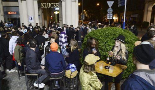 Poljaci u ponoć proslavili otvaranje bašti kafića kao doček Nove godine 3