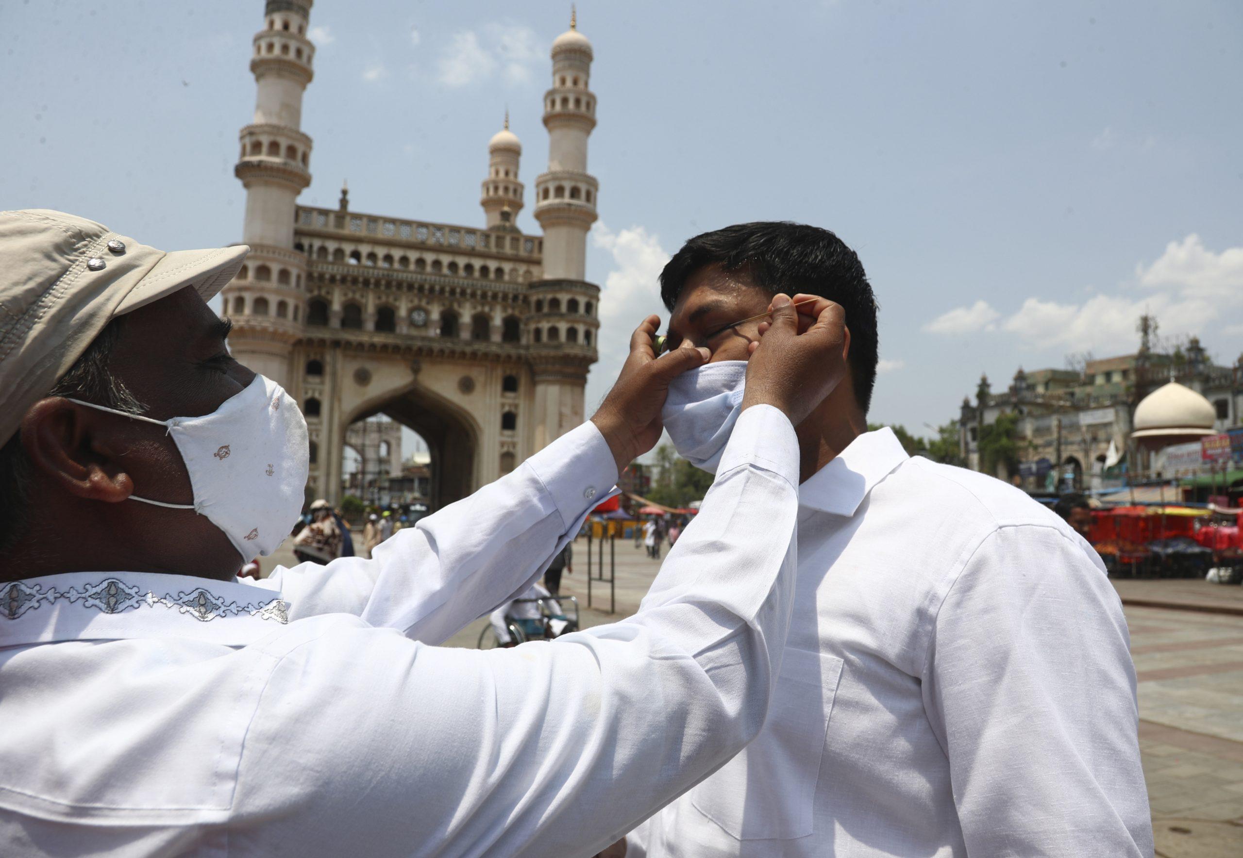 U Indiji više od 300.000 ljudi umrlo od kovida-19 1