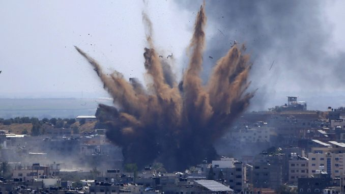 U izraelskom vazdušnom udaru srušena višespratnica u kojoj je bio biro AP-a 3