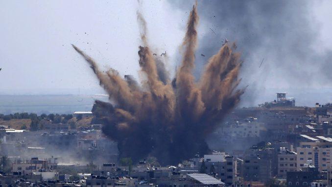 U izraelskom vazdušnom udaru srušena višespratnica u kojoj su bile kacelarije AP i Al Džazire 4