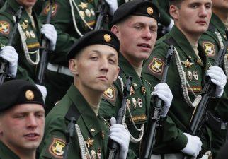 Putin na vojnoj paradi čestitao Dan pobede nad fašizmom (FOTO) 7