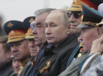 Putin na vojnoj paradi čestitao Dan pobede nad fašizmom (FOTO) 66