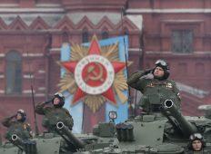 Putin na vojnoj paradi čestitao Dan pobede nad fašizmom (FOTO) 58