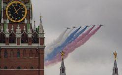 Putin na vojnoj paradi čestitao Dan pobede nad fašizmom (FOTO) 72