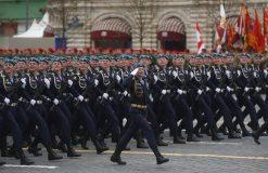 Putin na vojnoj paradi čestitao Dan pobede nad fašizmom (FOTO) 50