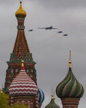 Putin na vojnoj paradi čestitao Dan pobede nad fašizmom (FOTO) 27