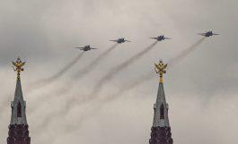 Putin na vojnoj paradi čestitao Dan pobede nad fašizmom (FOTO) 38